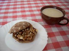 принимайте и меня в ряды постоянно и плотно зватракающих)) сегодня на завтрак у меня булочка из ржа...