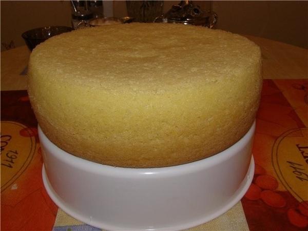 А это мой очередной бисквит и тортик из него: тот, что поменьше размером- это бисквит из мульти, а...