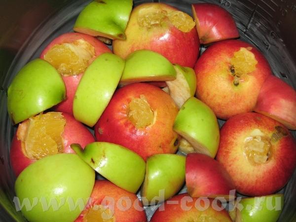 ШАРЛОТКА С ЦЕЛЫМИ ЯБЛОКАМИ ФАРШИРОВАННЫМИ АПЕЛЬСИНОВЫМ ФИЛЕ Моем яблоки, удаляем серединку