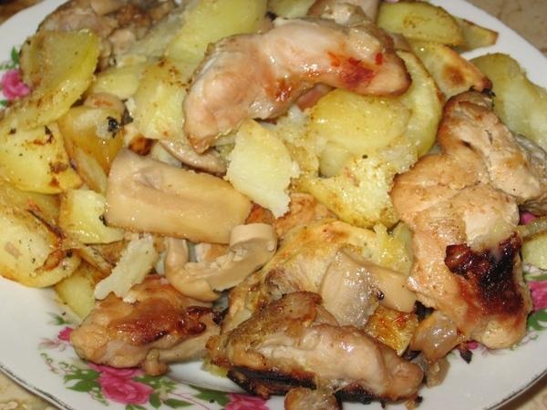 Индюшка с картошкой и грибами под соусом чили