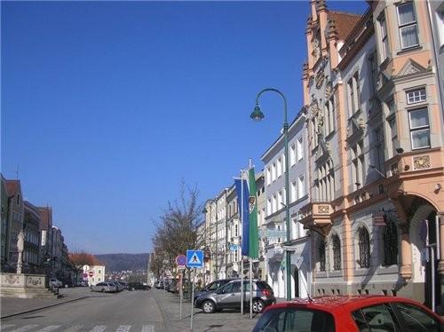 Вчера мы ездили в Австрию- погулять, а заодно и бензином заправиться, там 1 литр на 20сентов дешевл... - 4