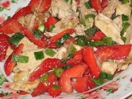 Таня, большое спасибо за салат из курицы с клубникой, никакая по вкусу клубника идеально подошла, о...