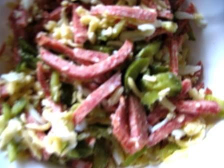 У нас сегодня были салат Эльзаский солянка мясная сборная и гречневая каша с шампиньонами в горшочк...