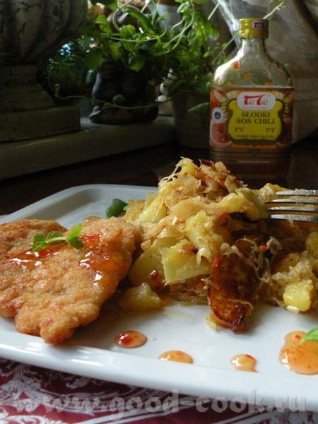 Просто Шницель из индейки с жареной картошкой ,капустой и с соусом Чили Лосось жареный с салатом ка...