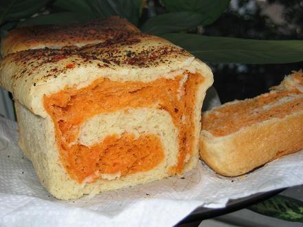 вот мой томатный хлебушек горбушка была округлая,но сильно осела и в рецепте указано время выпечки...