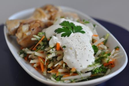 Салат из кольраби, моркови и огурца
