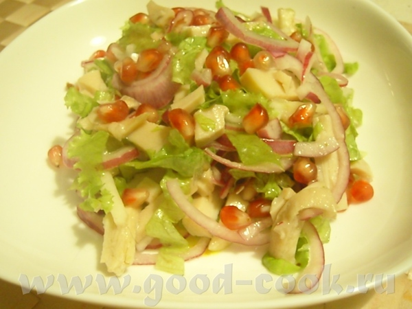 Салат с кальмаром и зернам граната