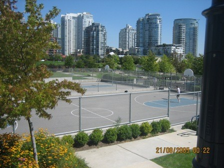 Это спортивные площадки, от количества и качества которых муж просто балдел Это парк неподалеку от...
