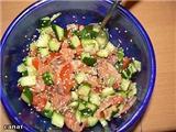 Салат с семгой (креветками) и свежими овощами Свежие огурцы и помидоры порезать кубиками Добавить в...