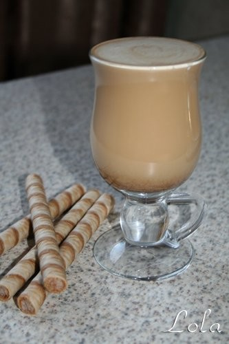 Или бокальчик кофе со взбитым молоком