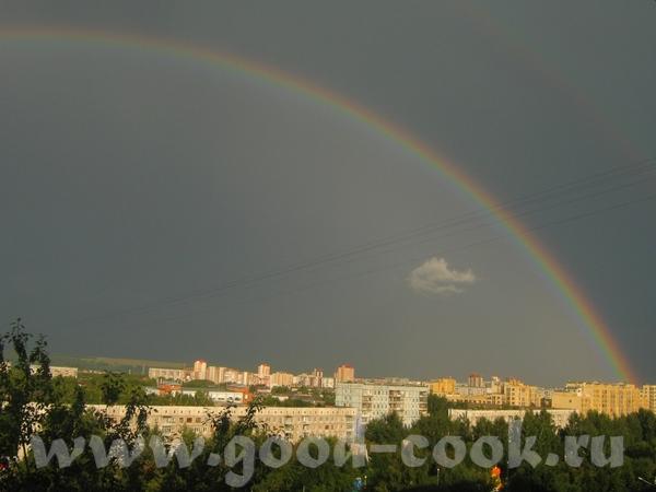 А я вам радугу принесла, давно не видела полной 2-й радуги, правда вторую почти не видно