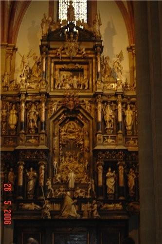 """и заходили в """"Paderborner Dom"""" вот только фотки мутноватые какие то получились - там везде темно бы..."""
