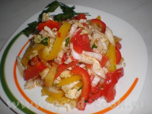 Очень простой салат Китайская капуста, перец желтый, красный можно зеленый, помидор, лук репчатый,...