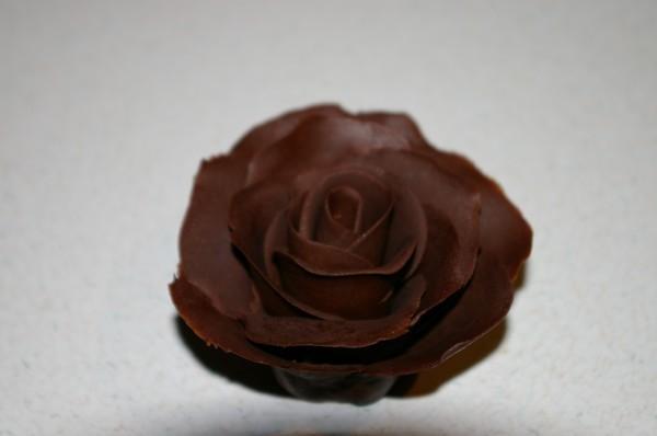 Вот пыталась повторить розу из шоколада от Такой же нежной она у меня не получилась но думаю на как...