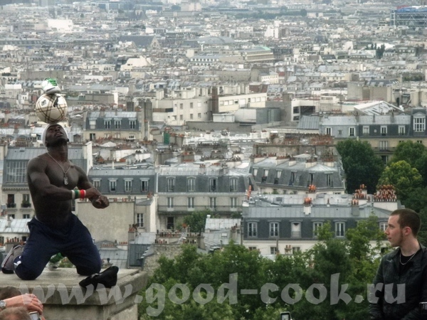 Вид с холма Монмартр (это там такой гений с мячем выступал - 3