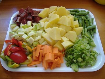 Пролетна супа капуста-нашинковать лук-порей мелко порезать чеснок-выдавить через чесночницу морковь... - 2