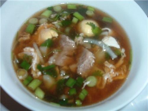 А это суп с соя пастой,не путайте с соя соус,хотя моя подруга своему мужу американцу готовит с соя...