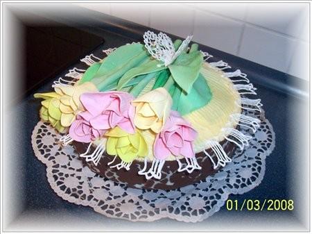 Торт с тюльпанами,сестрёнке на день рождения