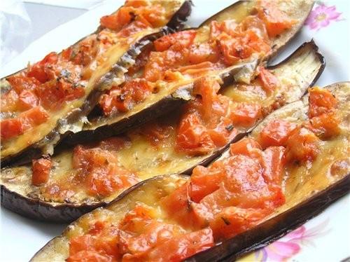 Баклажаны, запеченные с помидорами и моцареллой