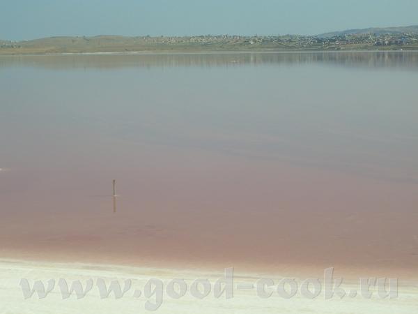 Это не фотошоп,а реальное красное солёное озеро в пригороде Баку я видела его белым,зелёным,синим,ф... - 2