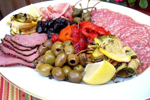 Affetati Misti-Закуска из мяса и овощей