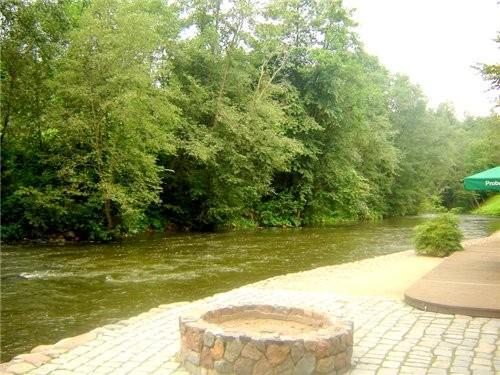 ресторанчик прямо на берегу речушки - 4