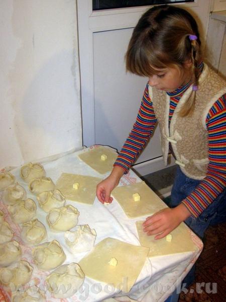 Может их хранить под какой салфеткой нужно По-моему Плюша делала имбирные печеньки, надо узнать у н...