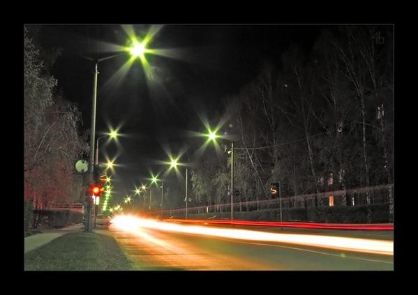 Уже нсеколько часов ищу извилистую улочку города с каменной кладкой, архитектурой и фонарями - 2
