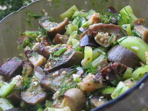 у меня вчера был острый салат из баклажанов от Кириешки ,спасибо за рекламу,только у меня в наличие...