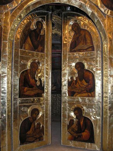 Одна из главных его достопримечательностей - Золотые врата - уникальный образец декоративно-приклад...