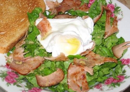 Салат с беконом и яйцом-пашот: Очень вкусный, очень легкий и быстрый ужин (во всяком случае сегодня...