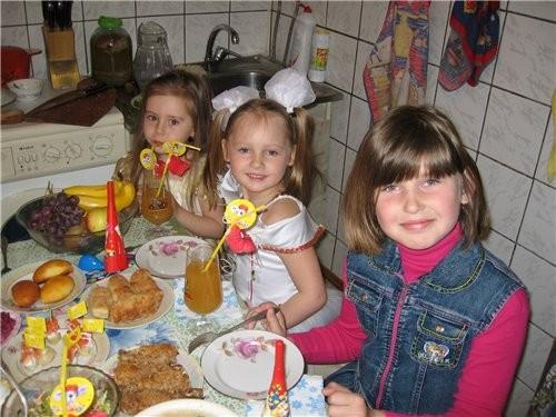 Нелли, День варенья прошел весело, и несмотря на то, что было всего четверо детей(не считая мелкого...