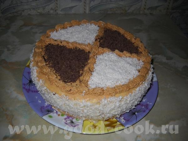 Бисквитный торт 1 стакан (250 гр) муки, 1 стакан (250 гр) сахара, 5 яиц Отделила белки от желтков