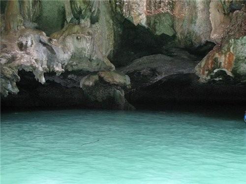 острова это природный парк,они известниковой породы поэтому впитывают влагу и растения живут, морск...