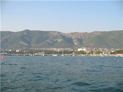 На следующий день мы побежали купаться: Но пляж и море нам не очень понравились, поэтому мы поехали...
