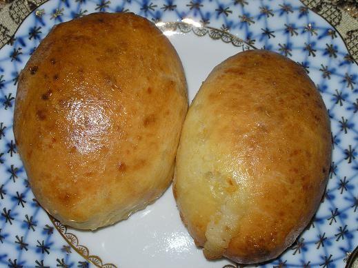 Печеночные оладьи Пирожочки из творожного теста с творожной массой и изюмом по рецепту Иннесы - 2