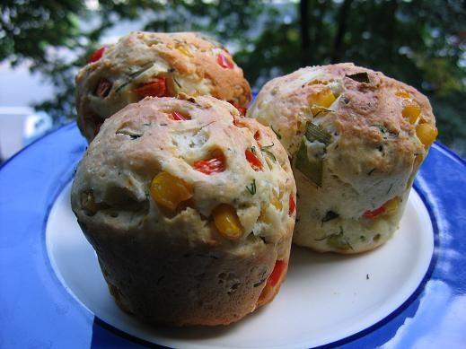 я уже запуталась когда что было ,но вот из нового что готовила маффины с перцем,луком и кукурузой и...