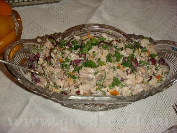 это салатик из копченого окорочка, фасоли и маринованных грибочков
