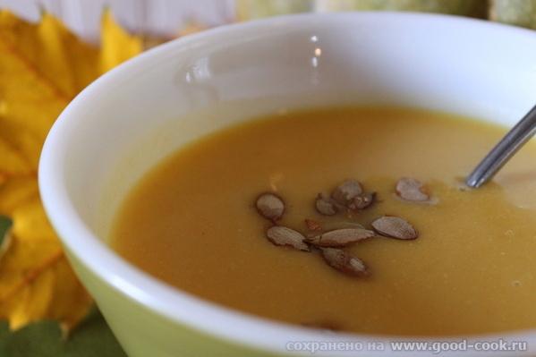 Тыквенно-чечевичный суп в индийском стиле.