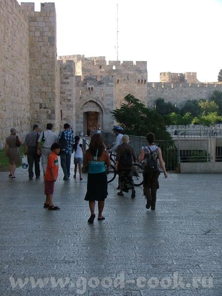 Весь Иерусалим выстроен из белого известняка или Иерусалимского камня (последние годы дома стали пр... - 3