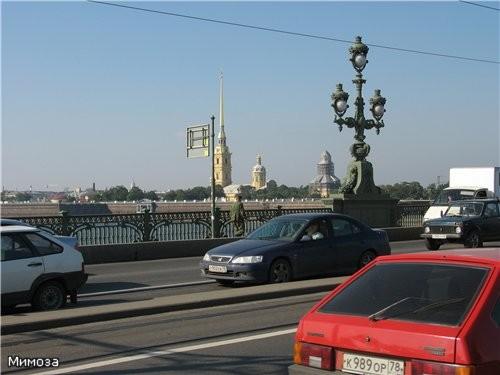 Вот это мы уже стоим на Троицком мосту