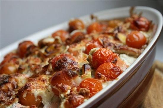 рыба,запеченная с сыром,помидорами,сливками