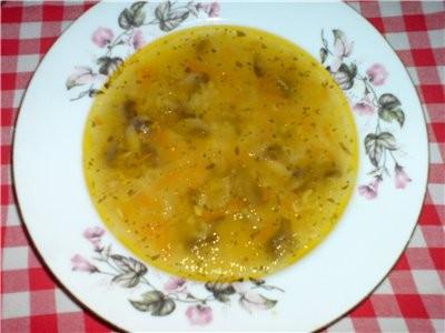 Постный супчик с рисом и грибами обжарить на ростительном масле морковку , лучёк, и грибочки(я взял...