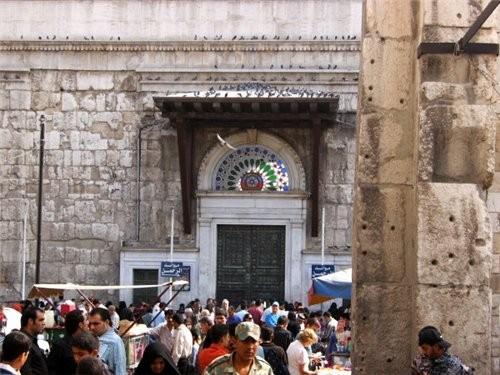 Пройдя рынок попадаем на площадь около мечети Омейядов Здесь множество лавочек торгующих всем чем м... - 2