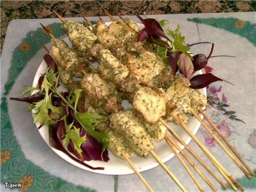 Шашлычки из куринных грудок в зеленом соусе - 2