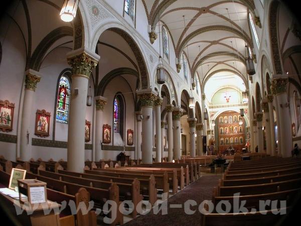 В центре исторической части города - Собор Святого Францизска