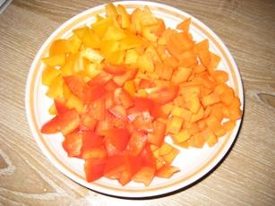 Тефтельки с овощами Готовим мясной фарш, у меня телятина с говядиной, рис варим до полуготовности - 3
