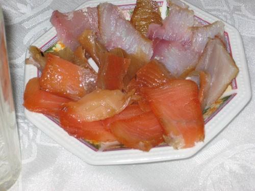 Оливье Сухарики из черного хлеба со шпротным паштетом и сол - 3