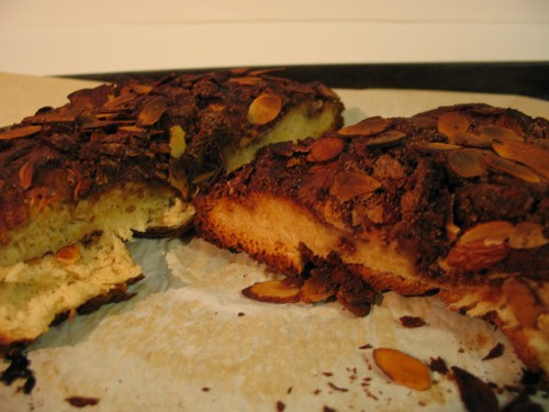 А вот так я пеку дрожжевые пироги с миндалем и корицей
