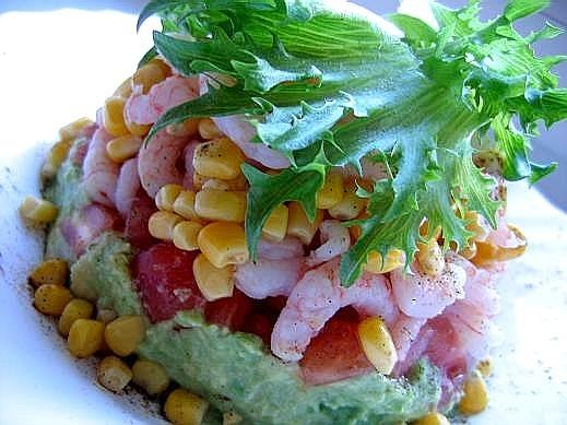 закуска башенка (из морепродуктов) на 2 порции Мякоть одного авокадо измельчить,полить 2 ст